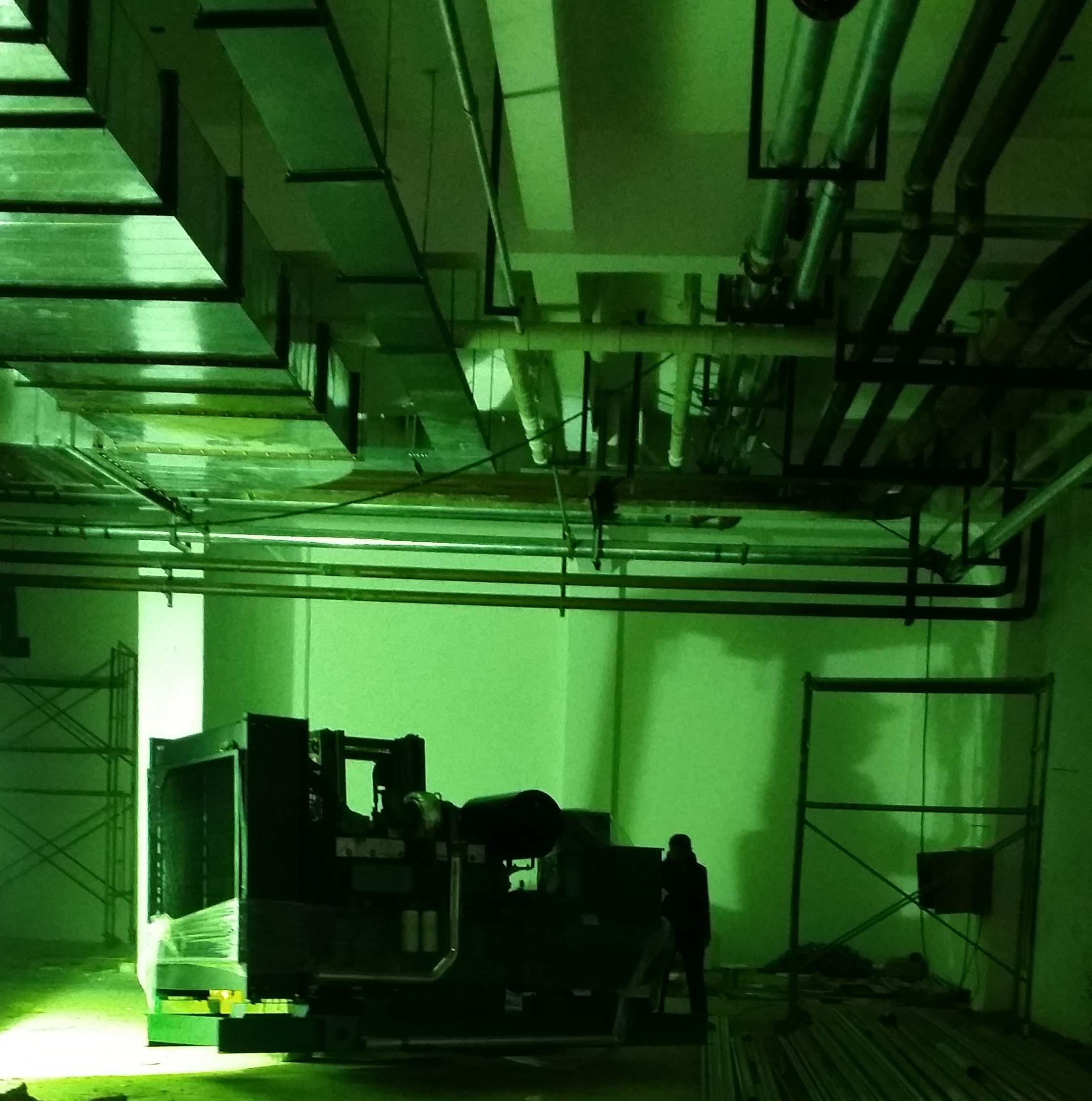 星光动力分享陕西亨运职业公司发电机安装过程高清图片